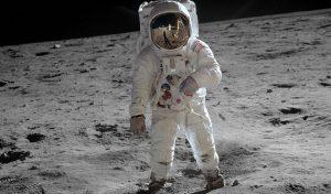انشا درباره سفر به ماه با فضاپیما